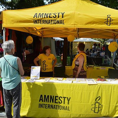 Informationsstand von Amnesty International